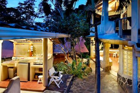 Casa Tiburon Surf House Tamarindo - Tamarindo - Hus
