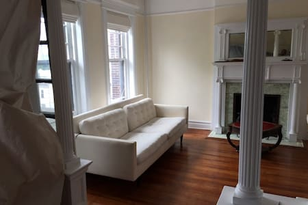 Loft Style 3 Bedroom Mins to NYC