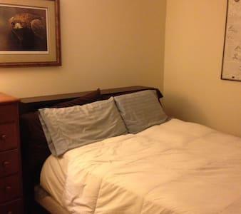 Bedroom(s) in quiet neighborhood - Southampton - House