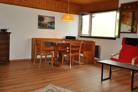 moderne Wohnung in kleinem Bergdorf - Apartment