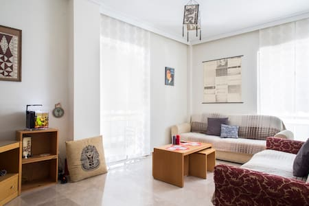 Athenian groovy apartment bedroom B - Athina - Bed & Breakfast
