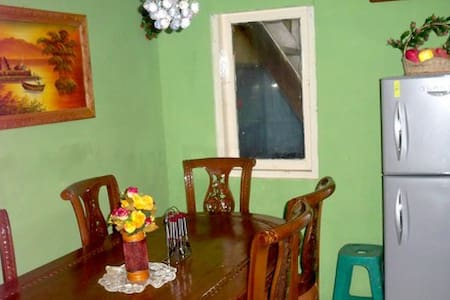 ROOM CLOSE TO JAKARTA CENTRE - Pondokmelati - House