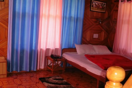 Mountain View Rooms @ Jagatsukh Manali - Manali - Bed & Breakfast