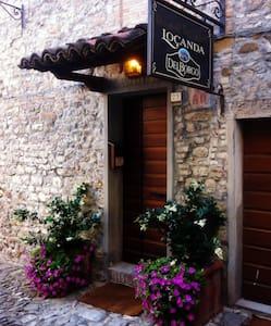 La Locanda Del Borgo - Torrechiara - Bed & Breakfast