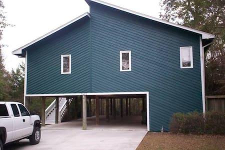 Beach House 3BR/2BA  $100/Night - Emerald Isle - Huis