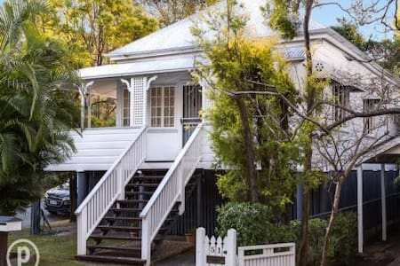Delightful renovated Queenslander - Auchenflower