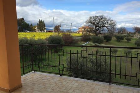 Villa Iside.7 posti letto.30km mare - Huvila