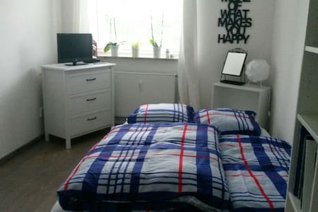 Gemütliches Zimmer in Hamburg Lurup - Huoneisto