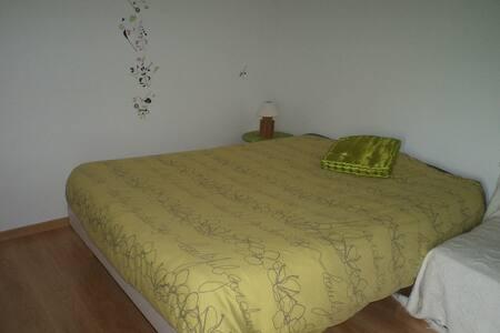 Chambre confortable et lumineuse - Haus