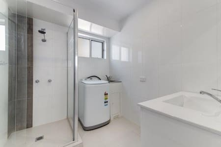 Opposite the beach - Cotton Tree - Maroochydore - Apartment
