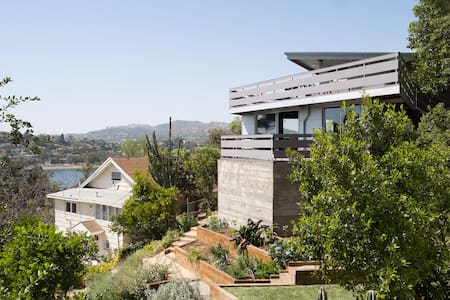 Architectural with Dazzling Views - Silver Lake