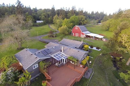 Guest Room - Modern Farm/Vineyard - Salem