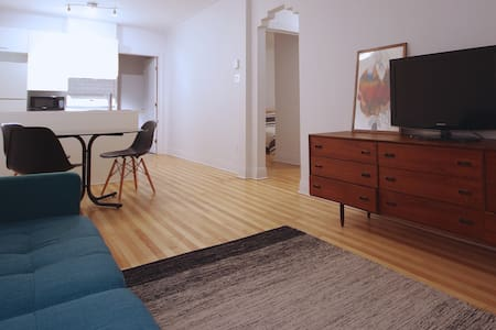 At home in this renovated 2 bedroom appartement - Montreal - Apartment