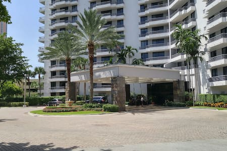 Cozy Apartment right next to Aventura Mall - Aventura