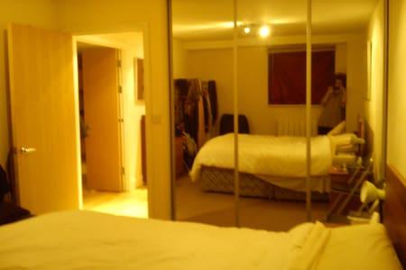 Spacious/safe Room @@ Canary Wharf - London - Apartment