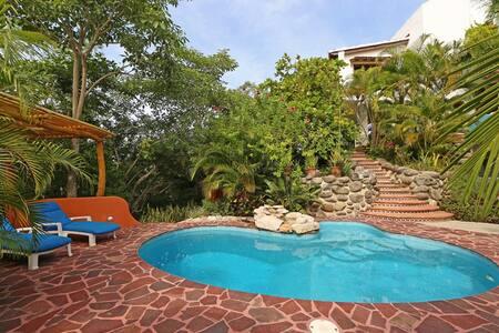 Hilltop Mini Villa- Privacy, Views