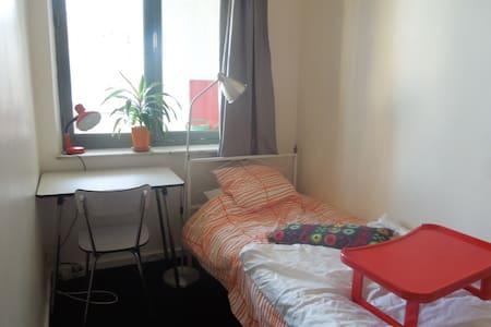 Cozy single bedroom