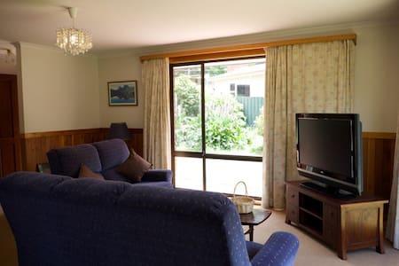 Beautiful Holiday House Hobart - Lenah Valley