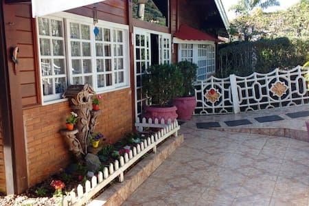 Aluguel, Suites e chalés campos do Jordão - Campos do Jordão - Casa