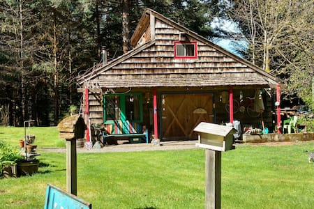 Cascadian Cottage w/Artistic Flair! - Cabana