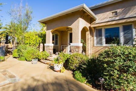 Welcoming Home in Orange - Orange - House
