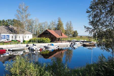 Cozy summer cottage by the lake Võrtsjärv - Oiu