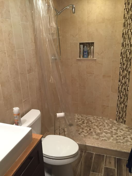 Refinished bathroom (may 2016)