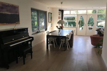 Charming, sunny family home - Bergen - Villa