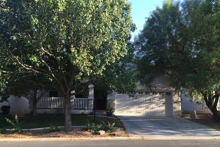 Quiet & cozy home in northwest LV - Las Vegas - House