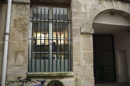 Charming studio near Beaubourg - Paris - Apartment