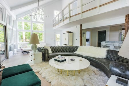 SLEEPS 9 - The Hepburn on the Lake - Greenwich - House