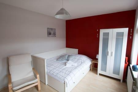 Cozy, bright room in Hilversum - Ház