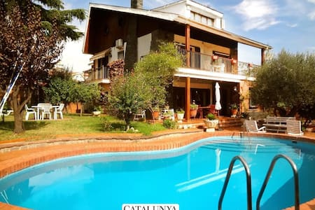 Majestic Villa Barbara, just 15km from Barcelona and 200m from the metro! - Casa de camp