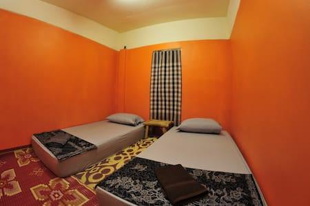 Double room, shared bathroom N2 - Casa