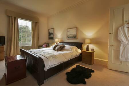 The Velasquez Suite - Kilmaurs - Bed & Breakfast