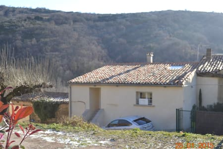 Maison dans village à la campagne - House