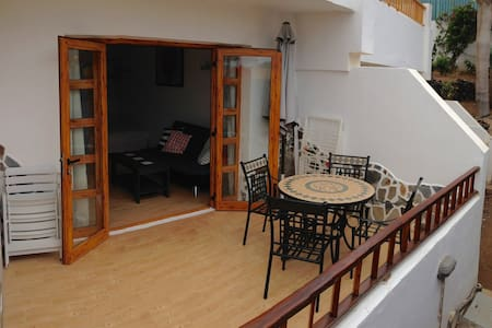 Studio, beach 100 m, HEATED swimming pool, terrace - Apartment