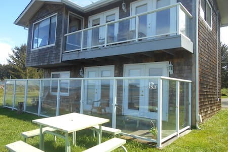 Waterfront condo lower - Coos Bay - Дом
