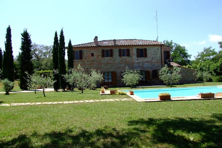 Tuscan farmhouse with swimming pool - Sinalunga - House