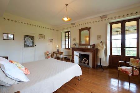 Chambre Art Déco, 32m2 avec balcon - Castetnau-Camblong - Bed & Breakfast