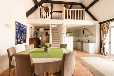 The Loft, A Spacious Cotswold Barn for 2 people - Huis