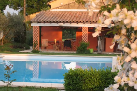 A  truly charming home in Provence - Camaret-sur-Aigues - Villa
