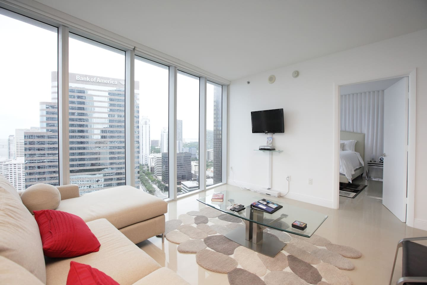 Spacious Living Room with Queen Size pull-out sofabed and amazing Views