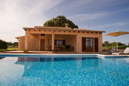 Charming cottage with swimming pool - Talo