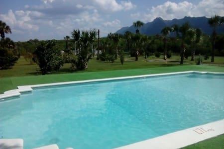 Hermosa Quinta en santiago - Santiago - Kulübe