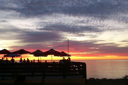 You can hear the waves! - West Beach - Casa