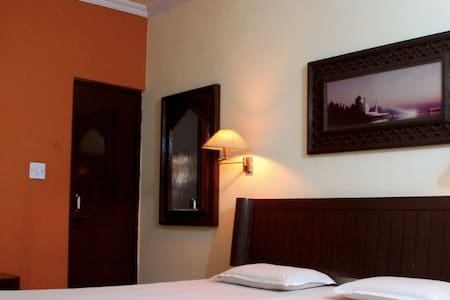Recently renovated decent rooms with modern amenities with in just 75 meters away from Tajmahal in Heritage area..