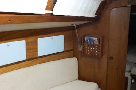 Semplice e comoda barca a vela - Bateau