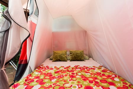 Welcome To Sunset B&B Combi Tent 1