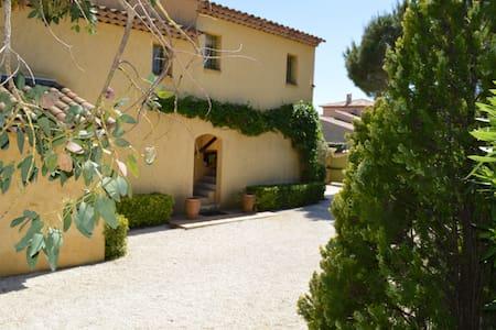Appartement dans villa indépendante